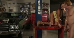 Brooke Belle Hot Bods 1 Auto Shop, bavarii