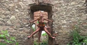 Chrissy Fox Fuck In The Ruins, Pussylickingqueen