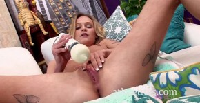 Blonde Uses A Vibrator On Her Clitor, chinik