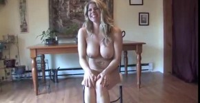 Naked blonde girl peeing on the floor, wannapussy