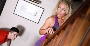 Brazzers - Stepson Peeping For MILF Rebecca Jane Smyth, Brazzers