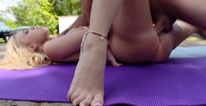 Loveherfeet Bailey Brooke caresses his dick by the pool Yoga feet, Ieuwrathe